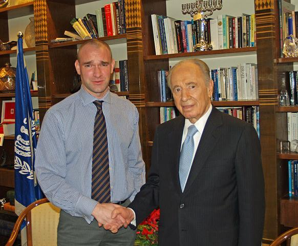 wikipedia_David_Shankbone_and_Shimon_Peres